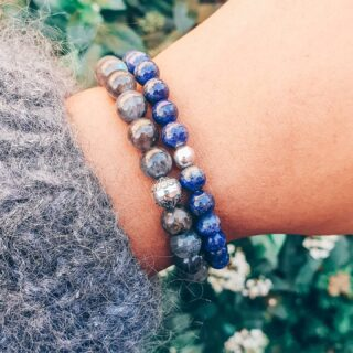 •Lapis Lazuli • Er staan heel wat nieuwe armbandjes online, waaronder deze Lapis Lazuli van 6mm en donkere Labdradoriet van 8mm. • Lapis Lazuli is een prachtige, azuurblauwe steen die symbool staat voor optimisme en zelfvertrouwen. 💙 • Al onze armbanden worden met veel liefde met de hand gemaakt. • www.jes-jewels.be •